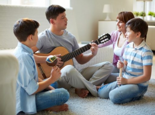 father-playing-guitar-home_1098-784